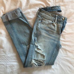 AE Light Wash Skinny Boy Crop Jeans 00